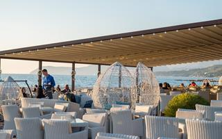 Riva beach bar, Bar